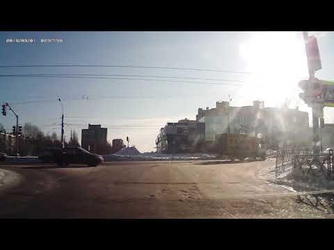Тройное ДТП на перекрёстке в Ярославле