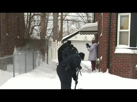 Detroit police helping neighborhood shovel through snow