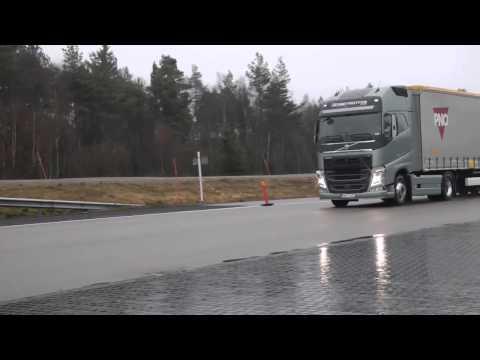 شاهد تجربة فرامل الطوارئ في الشاحنات الكبيرة ،،