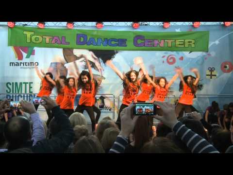 So Fresh - Streetdance - Christmas Show 2015 | Total Dance Center