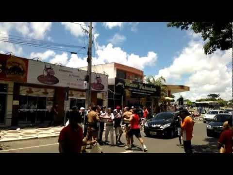 Policial armado palmeirense veste camisa do Corinthians e abusa de autoridade no Paraná