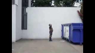 Солдат и банка