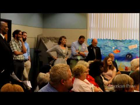 Woman brings up elected official's 6 figures of child support at town hall (1:25)