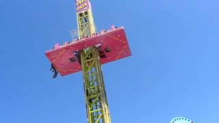 preview picture of video 'Eilenburg Stadtfest 2009 freefall Tower / Hot Dog Stand'