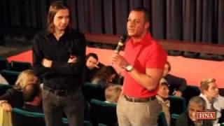 Mehmet Göker Steht Rede Und Antwort   Nach Vorführung Des Göker Films Im Kino