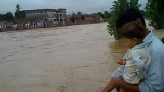 preview picture of video 'Flood Mardan 29/7/2010 Part 2 Hoti, Pirano Daga, Kalpani River Mardan'
