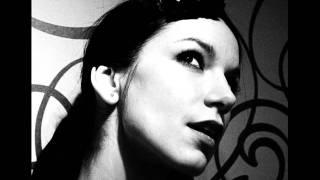 Zuzana Smatanová - Angry HQ & Lyrics