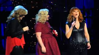 Kelly Clarkson, Trisha Yearwood and Reba - Silent Night   Nashville Dec 20 2014