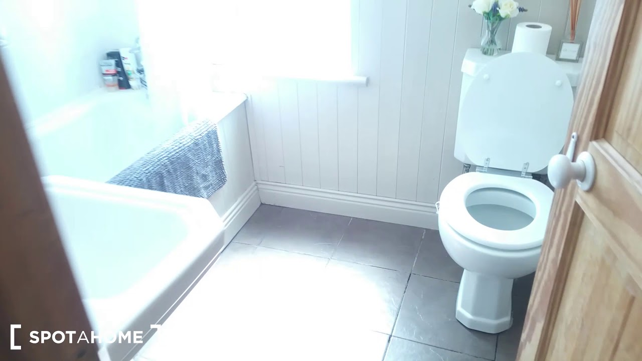 Single Bed in Room for rent in 3-bedroom family house in Marino,  Sunday to Friday only, no weekend stays
