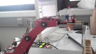 Hugo, ein Roboter schenkt ein - Projekt der STA Y23A