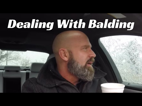 Makintab na balat balding head