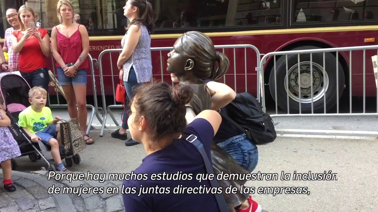 """HispanoPost habló con la escultora de """"La niña sin miedo"""" de NYC"""