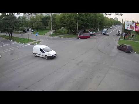 Водитель Volkswagen Golf пытался убежать после ДТП