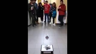 Sfida finale con robot LEGO Mindstorm EV3 che dovrebbe evitare un ostacolo…