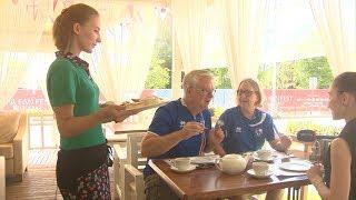 Болельщики из Исландии оценили русские завтраки
