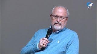Режиссер Владимир Хотиненко рассказал новгородским школьникам, как попасть в большое кино