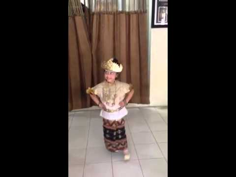 Video Fabien natsir and ishom qenissa try on baju adat lampung for kartini day