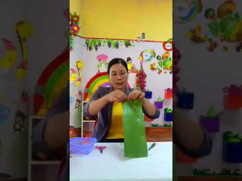 Cô Hằng 4TB - Dạy trẻ làm đồ chơi từ lá chuối