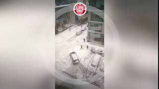 Первые секунды после нападения на предпринимателя в Москве. Мужчину расстреляли у бизнес-центра