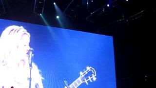 """Shakira Singing """"Inevitable"""" At Zürich Hallenstadion (08.06.2011)   Snippet"""
