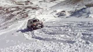 preview picture of video 'FJ offroad on hill with  metled snow'