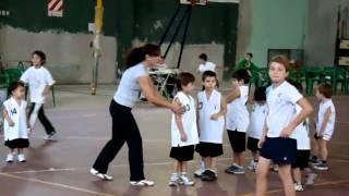 preview picture of video 'Escuela de basquet Claudio Lolo Farabello, Club La Armonia, Colon, Entre Rios, Argentina 1'