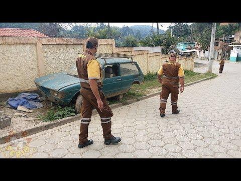 Operação calçadas e ruas limpas x Carros abandonados na Favela do Justinos, donos dos veículos tem até quarta – feira dia 19 para retirar os carros abandonados nas ruas da Favela.