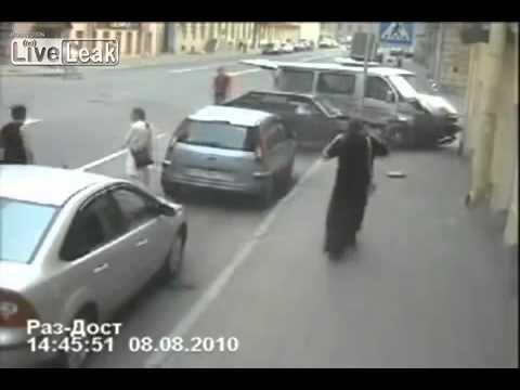 הולכת רגל ניצלת מתאונה