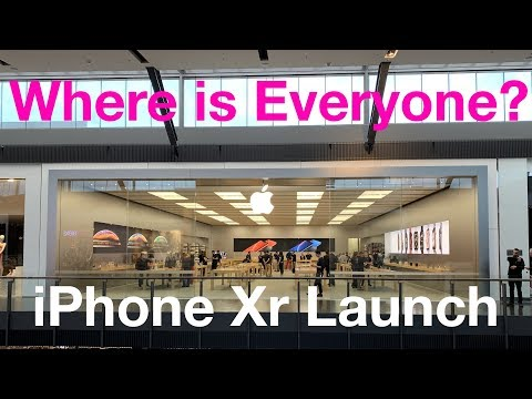 iPhone Xr - Launch Day Apple Store - Where is everybody? With Screen Compared to iPhone Xs Max