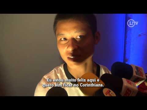 Zizao aprova amor da torcida e afirma: 'Quero ficar no Corinthians'
