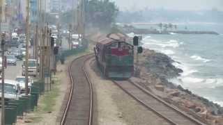 preview picture of video 'SLR's Class M6 783 speeding down Bambalapitiya hauling the Rajarata Rejina'