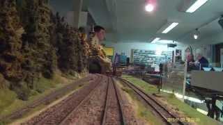 preview picture of video 'Video Fahrt auf der Modellbahnanlage des MEC Hof 2015'