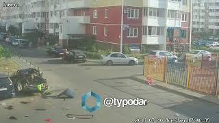 В Краснодаре автомобиль взорвался у забора детского сада