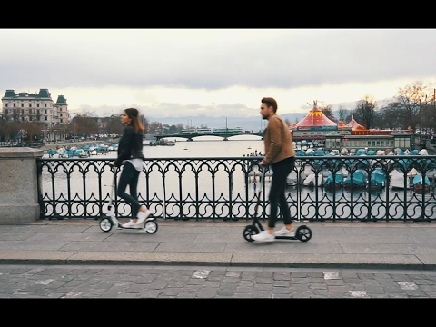 Micro Scooter Black Deluxe - The luxury Scooter with integrated lock