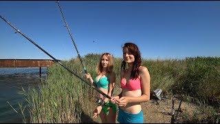 Голых девок на рыбалки