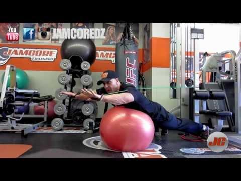 Les exercices du muscle de la presse et le dos sur le plancher