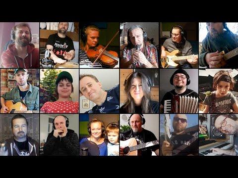 Wideo1: Piotr Piotrowski z Leszna razem z Niewielką Orkiestrą Siedzących na Chacie - Nim stanie się tak