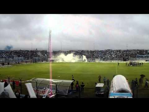 """""""EMOCIONANTE salida de Gye Jujuy ante Nueva Chicago"""" Barra: La Banda de la Flaca • Club: Gimnasia y Esgrima Jujuy"""