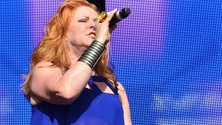 """Carol Decker (T'Pau) """"China in Your Hands"""", Blackpool iFest, 5 September 2015"""