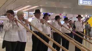 Flash Mob Au Son Du Cor Des Alpes à Genève Aéroport !