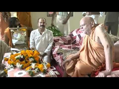 मुख्यमंत्री ने जगदगुरु शंकराचार्य स्वामी श्री निश्चलानन्द सरस्वती के दर्शन कर उनका आशीर्वाद ग्रहण किया