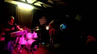 "Video 1. 9. 2012, klub Modrá vopice: live ""Už mě vezou do Bohnic"""