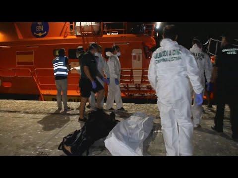 Trasladan a Motril 107 inmigrantes, entre ellos 5 muertos, rescatados en Alborán