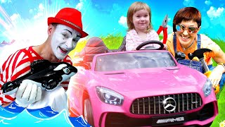 Машинка Бьянки сломалась. Маша Капуки и мим ищут косатку - Видео для детей