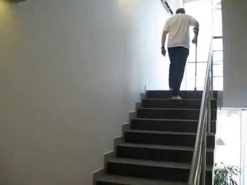 Ходьба по лестнице на 6 сутки после эндопротезирования коленного сустава