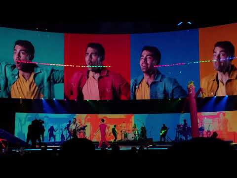 Jonas Brothers - Cake By The Ocean (Happiness Begins Tour, Vancouver)