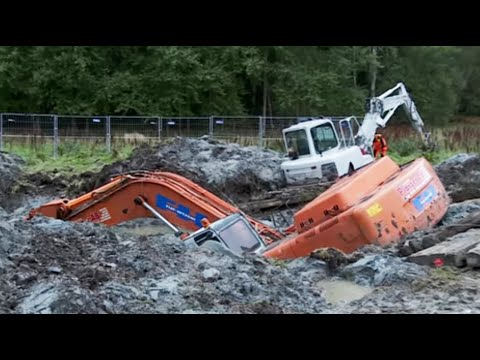 Two Excavators stuck in deep clay - Heavy Recovery - Terribärgarn, Sweden