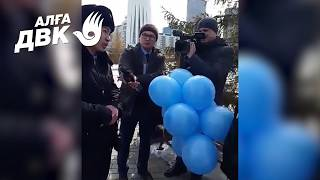 С такими темпами Назарбаев скоро запретит синий цвет