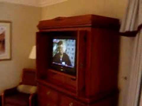 video van een hotelkamer en uitzicht