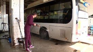 Руководители «Автобусного парка» вместо обеда моют общественный транспорт
